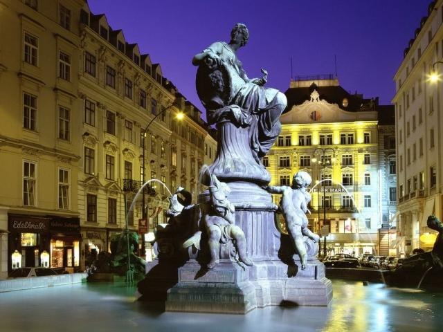 Фотография фонтана Доннербруннен в Вене
