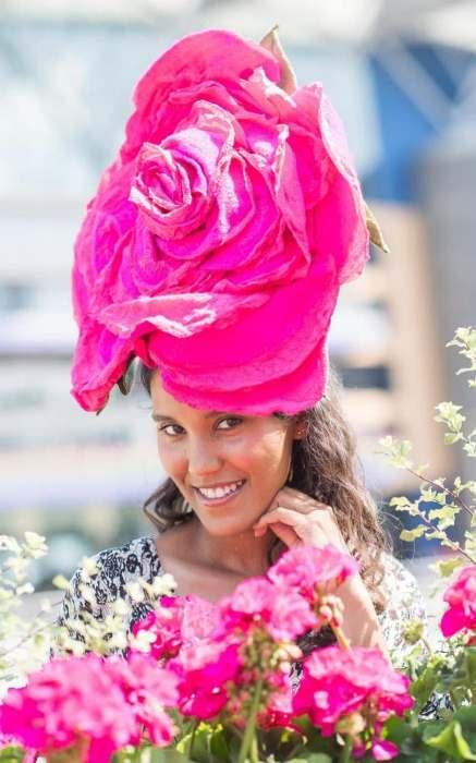 Скачки в Аскоте часто превращаются в парад самых оригинальных шляпок.