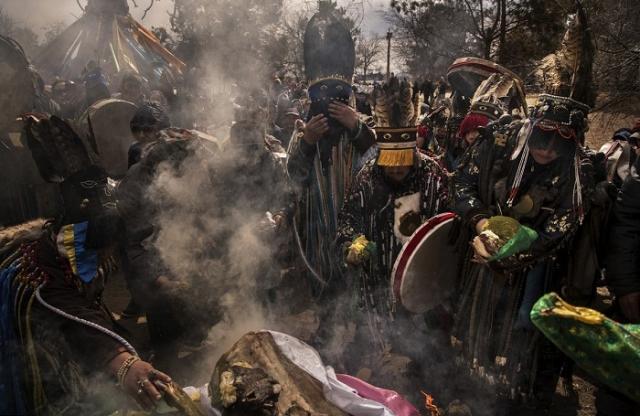 Съезд шаманов Монголии для проведения священных ритуалов в день летнего солнцестояния.