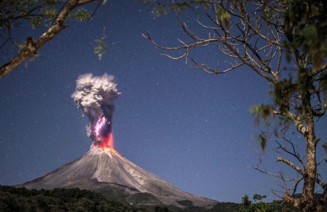 Победитель в категории «пейзаж»: Чистая энергия и огонь. Автор: Hernando Alonso Rivera Cervantes, Мексика.