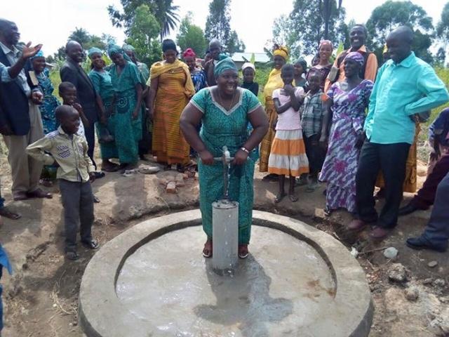 Вода - спасение для африканских племен.