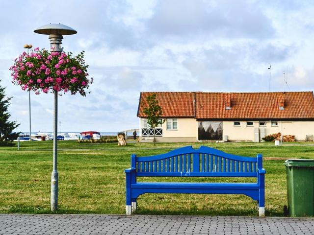 Литовский городок Нида аккуратный и ухоженный. На территории заповедника действуют жесткие ограничения на застройку, потому населенные пункты не растут, а гостиницы представлены в основном частным сектором, где все просто, уютно, по-домашнему