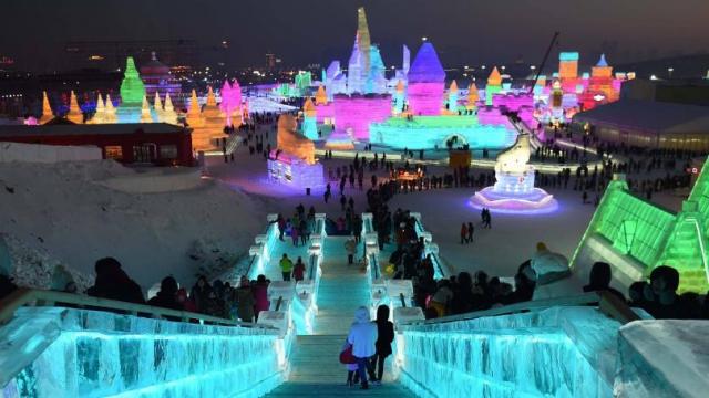 В китайском Харбине проходит международный фестиваль ледяных скульптур