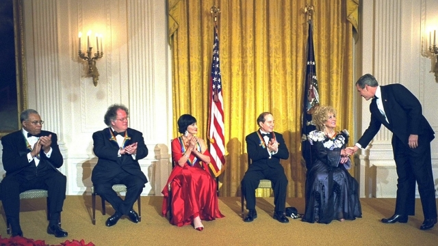 Три «Оскара», восемь браков: Элизабет Тейлор исполнилось бы 85 лет
