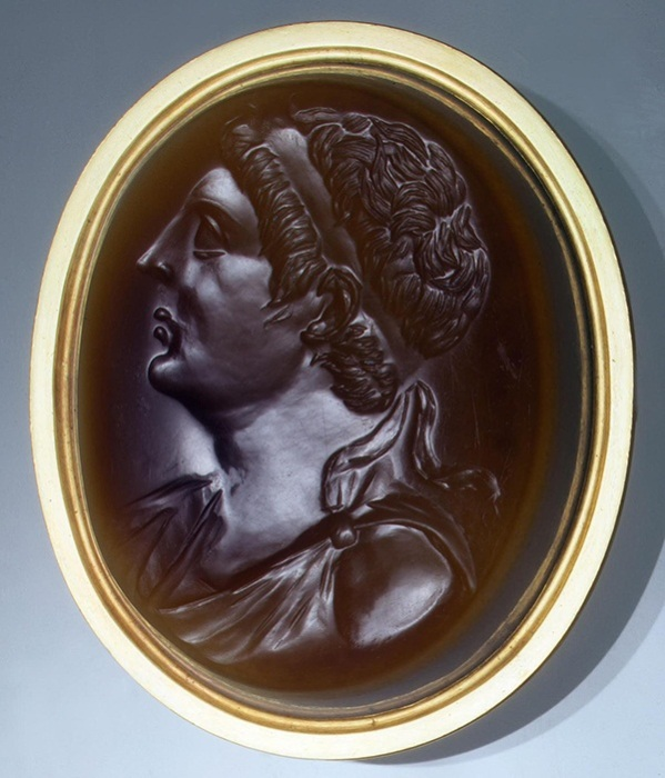Инталия. Бюст Птолемея III, Египет, Александрия. III век до н.э., сардоникс, золото (оправа - поздняя).