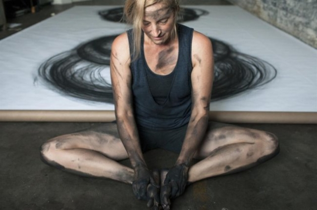 Невероятные картины углем от Heather Hansen (16 фото)