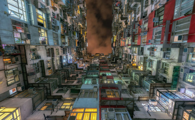 Фантастические многоэтажки Гонконга поразили мир: «настоящие муравейники», фото