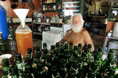 Этот миллионер 20 лет провел на необитаемом острове. Фото