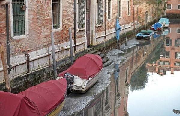 Каналы Венеции остались без воды