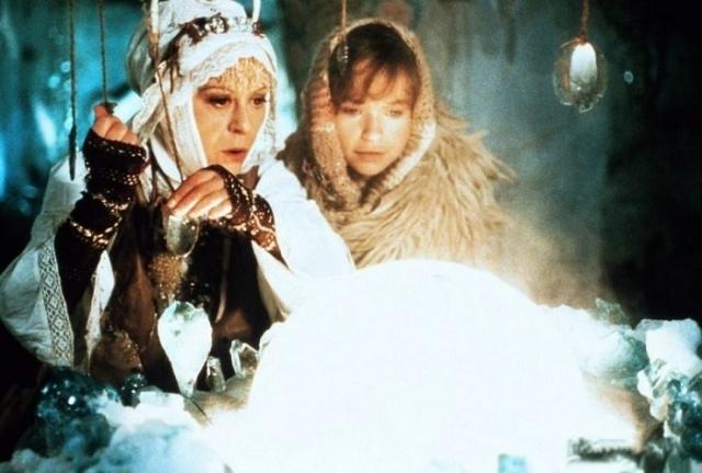 Фрау Холле — добрый персонаж. Женщины искали покровительства этой волшебницы. Кадр из фильма «Бабушка Метелица».