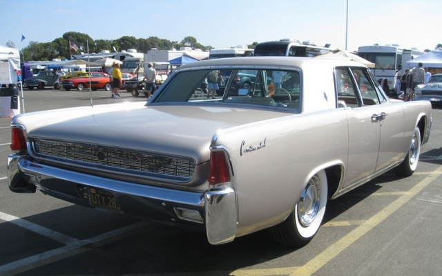 Lincoln Continental 1962 года.