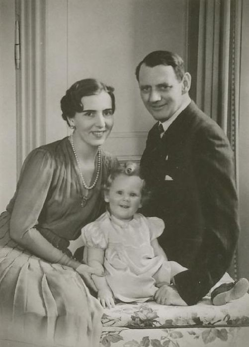 Маленькая Маргарете с родителями. / Фото: www.ekogradmoscow.ru