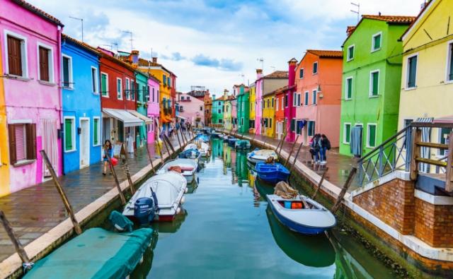 Разноцветный венецианский остров.