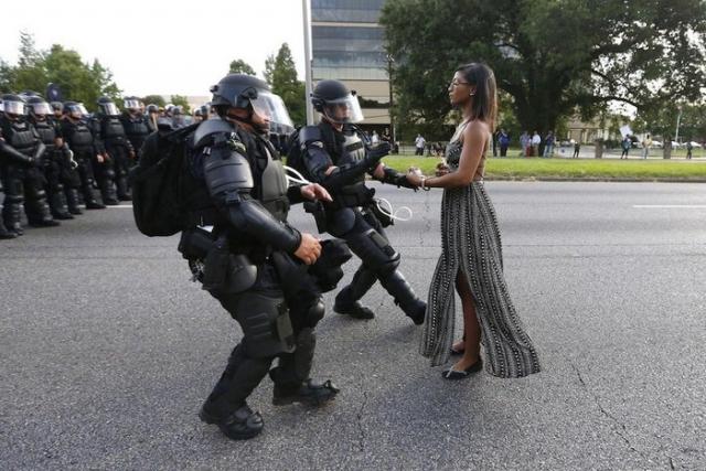 Акция протеста против убийства полицейским безоружного афроамериканца