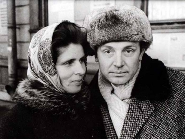 Иннокентий Смоктуновский с женой   Фото: mtdata.ru