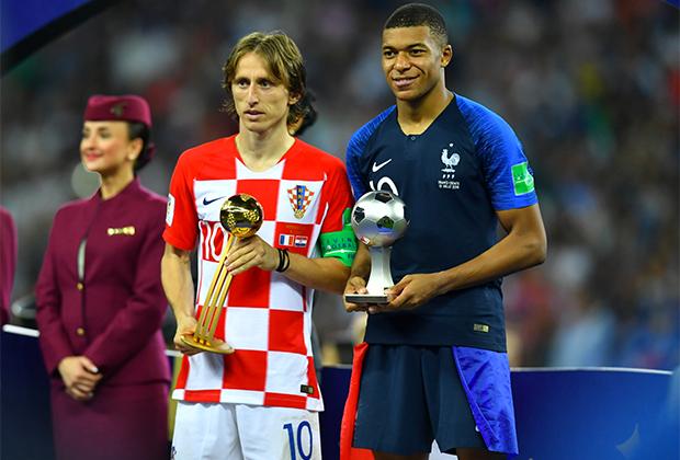 Лука Модрич и Килиан Мбаппе после финала чемпионата мира