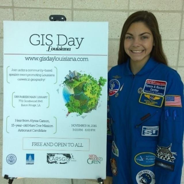 Фото: Эту юную 17-летнюю девушку готовят к полету на Марс (Фото)